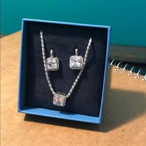 NWOT post earrings with necklace set